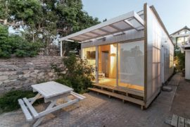 Cost-Effective Tiny Cabin in Wood and Polycarbonate Panel Makes an Impact!