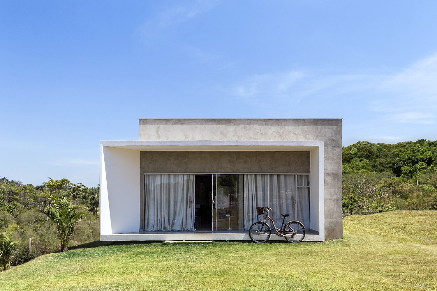 Urbane Brazilian home finds balance between modernity and serenity!