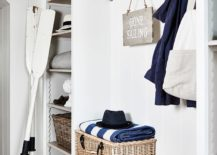 Using-the-baskets-in-a-smart-fashion-in-the-small-beach-style-entry-217x155