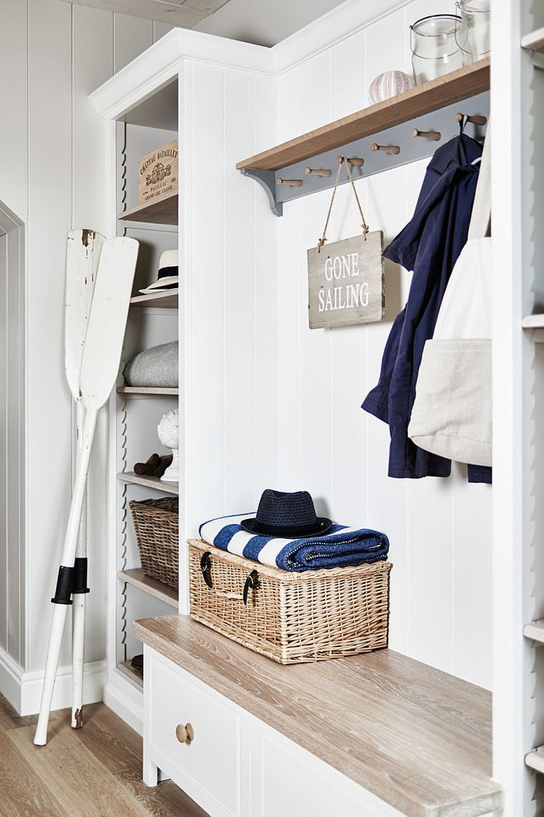 Using the baskets in a smart fashion in the small beach style entry