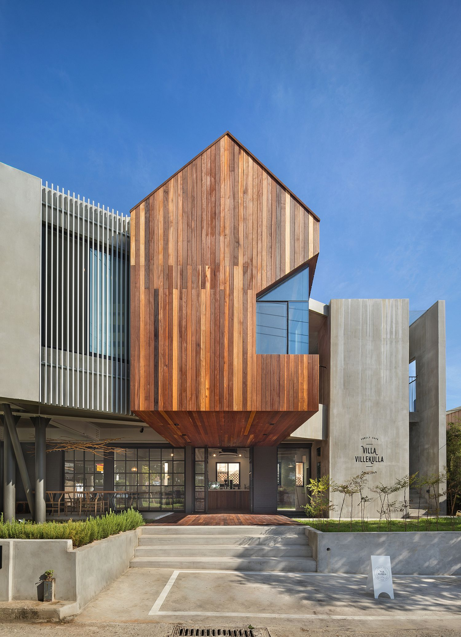 Wood-adds-textural-beauty-to-the-modern-home