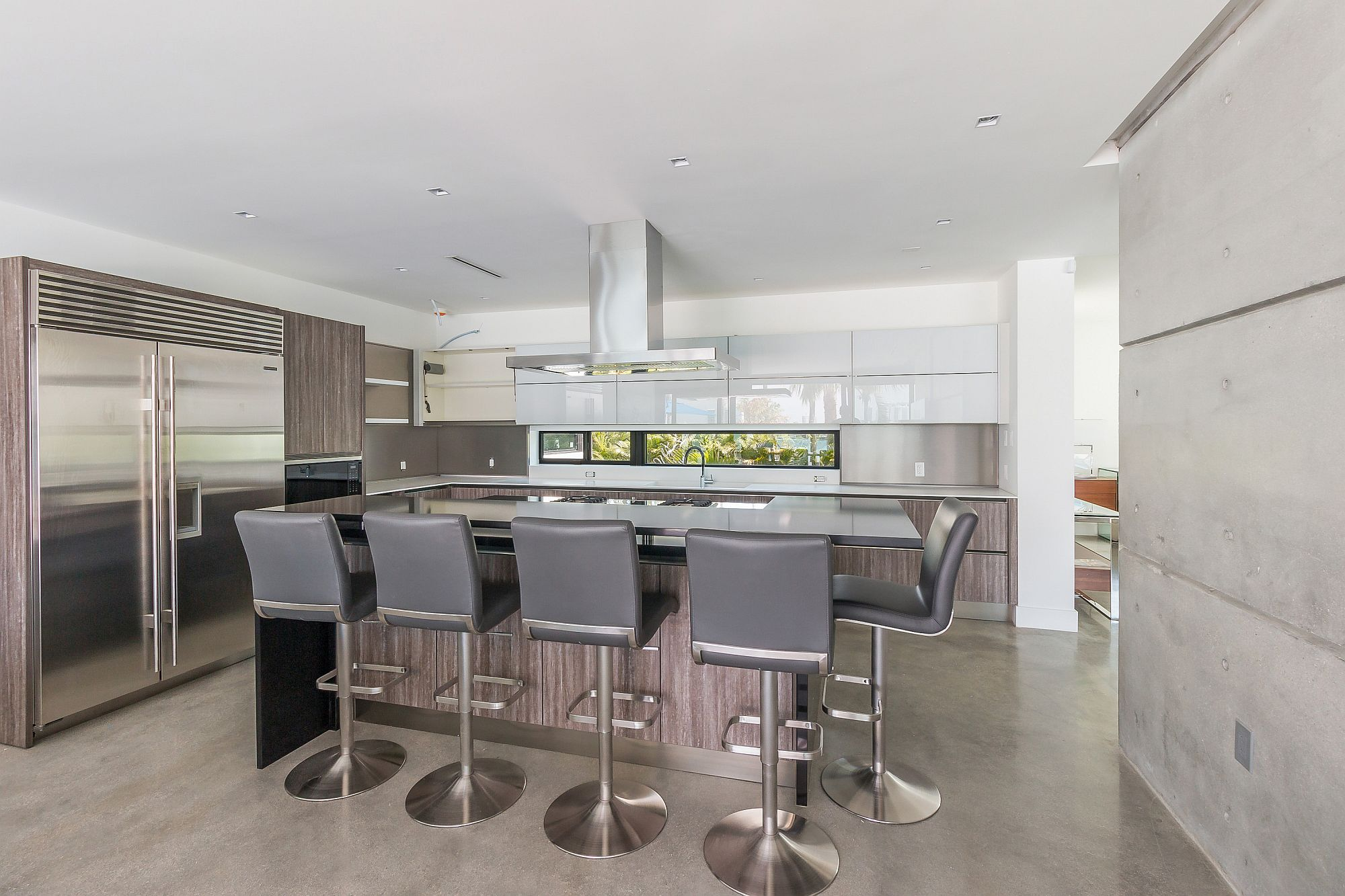 Contemporary kitchen in white and gray