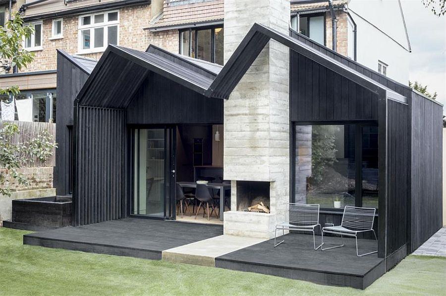 Dark Rear Extension Bridges the Outdoor with the Interior of this London Home