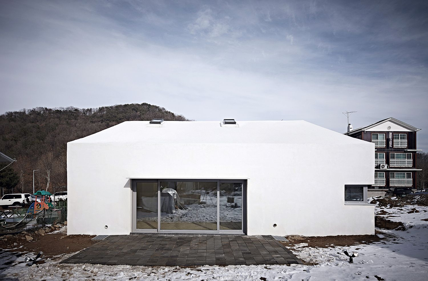 Cost-Effective Multi-Generational Home in South Korea with Modest Charm!