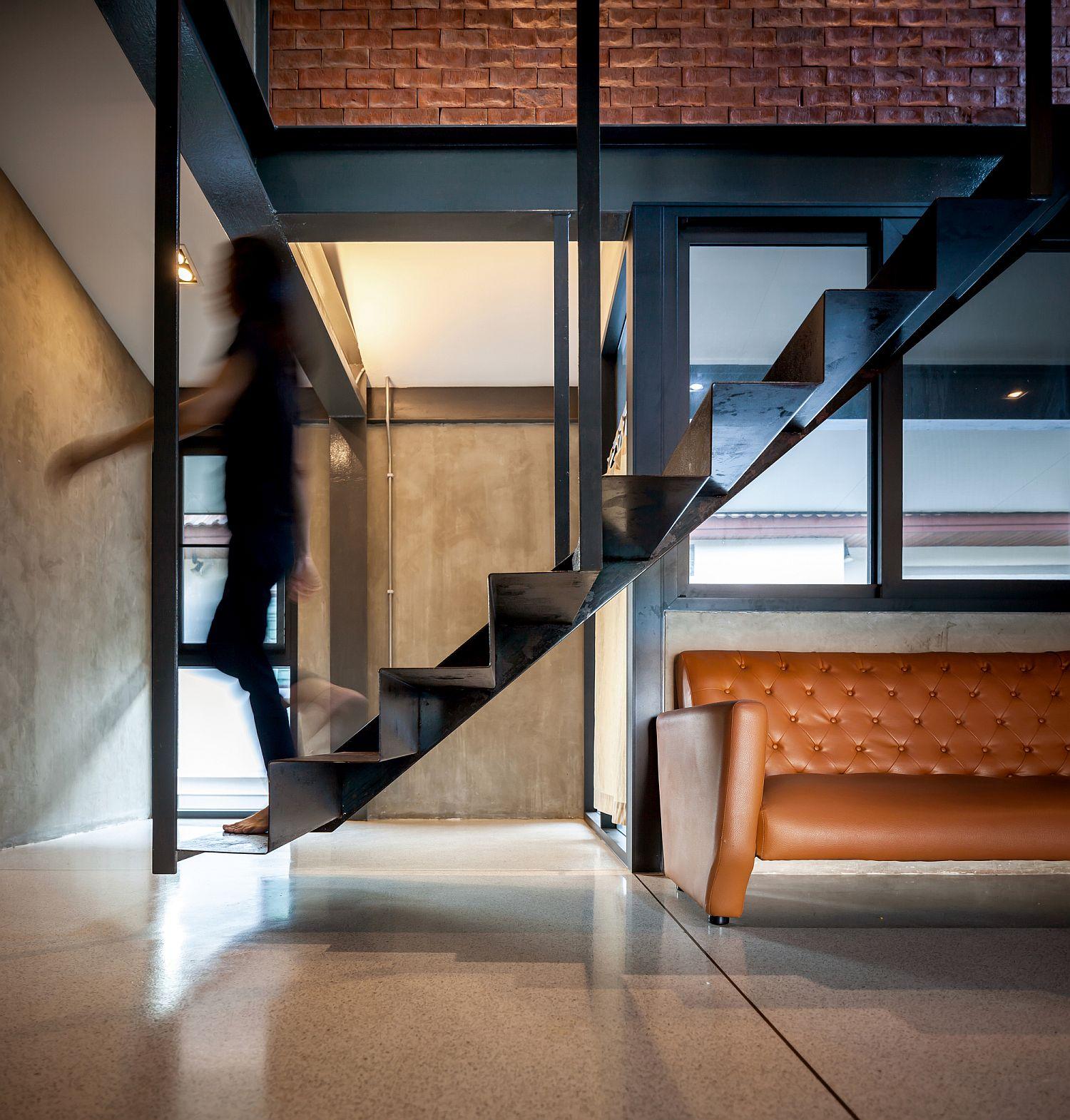 Fabulous-stairway-that-feels-like-it-is-floating-in-mid-air