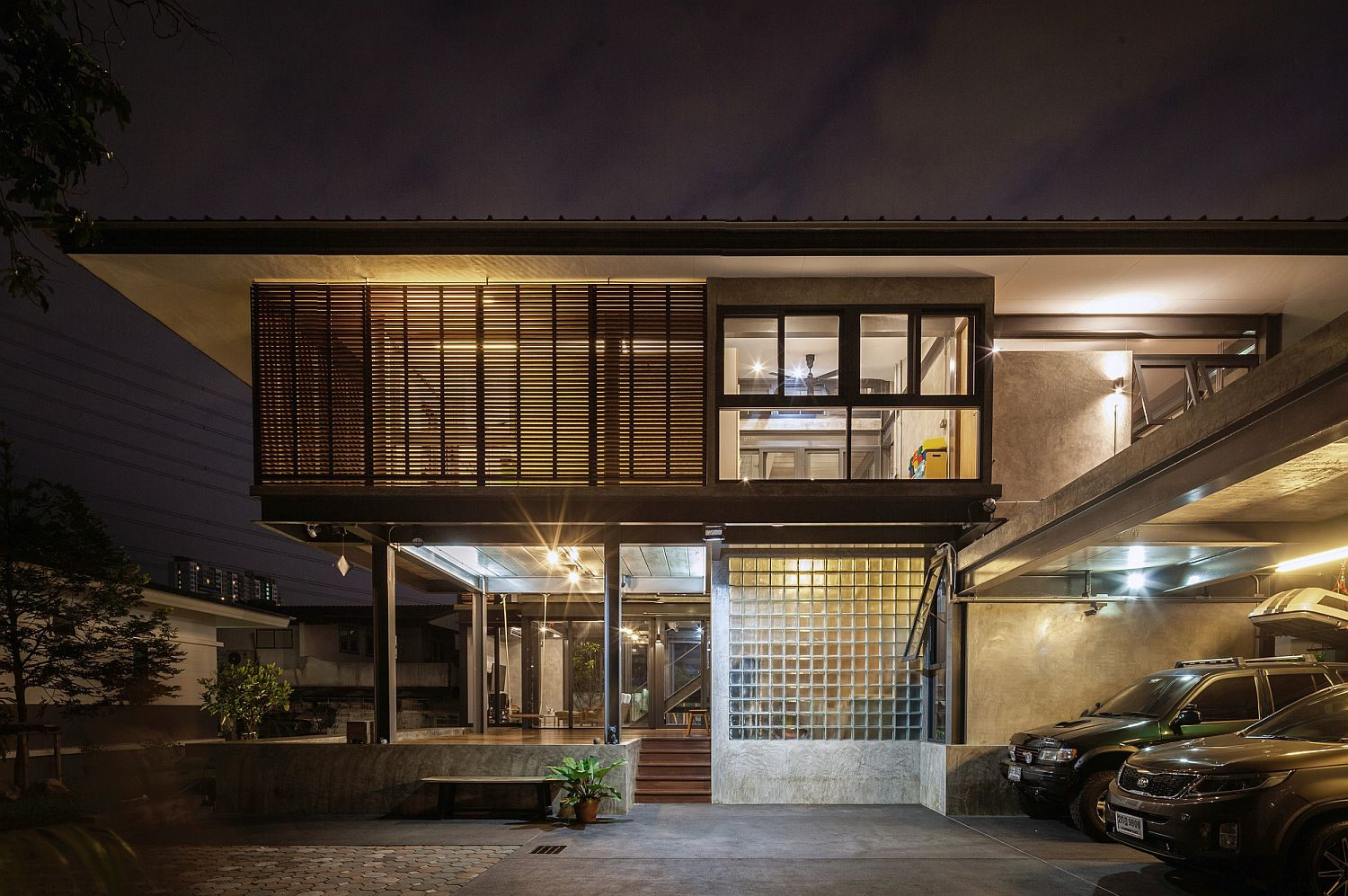 House 713 in Bangkok after sunset