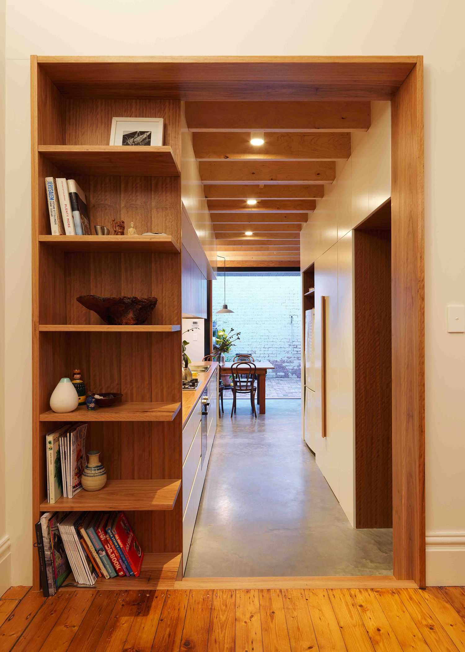 Increase in height and smart shelving alter the interior of the house