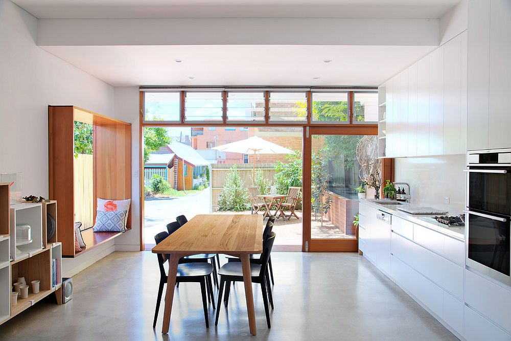 Keeping the smart window seat design casual and minimal in the contemporary kitchen