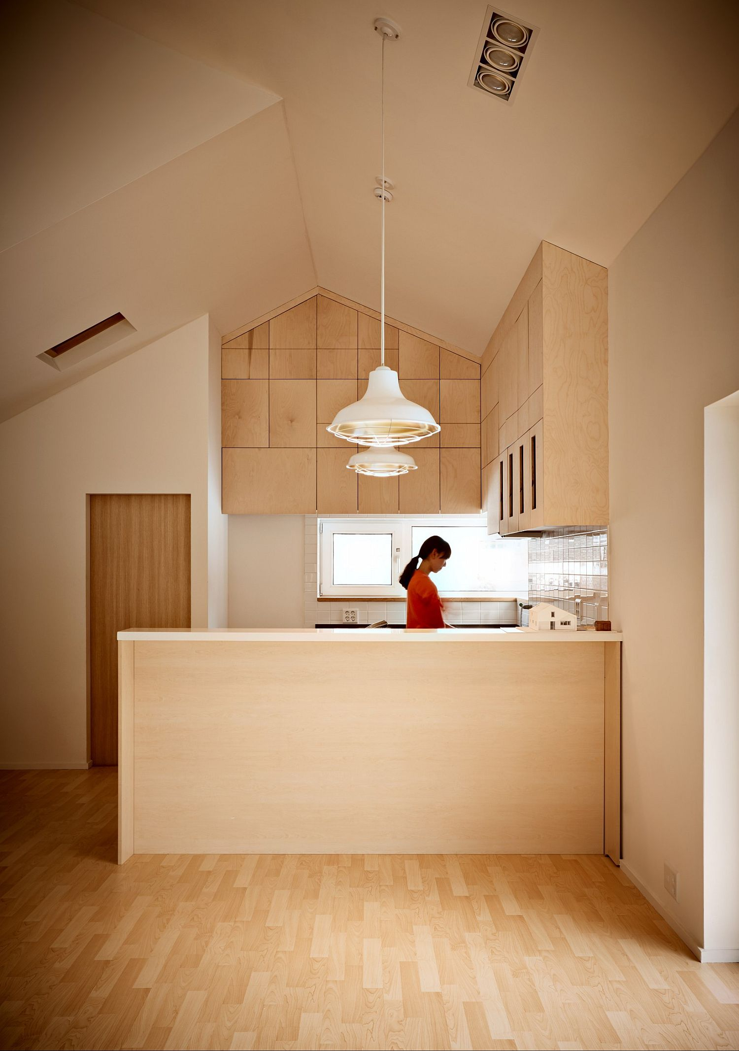 Kitchen in the corner that maximizes space with ease