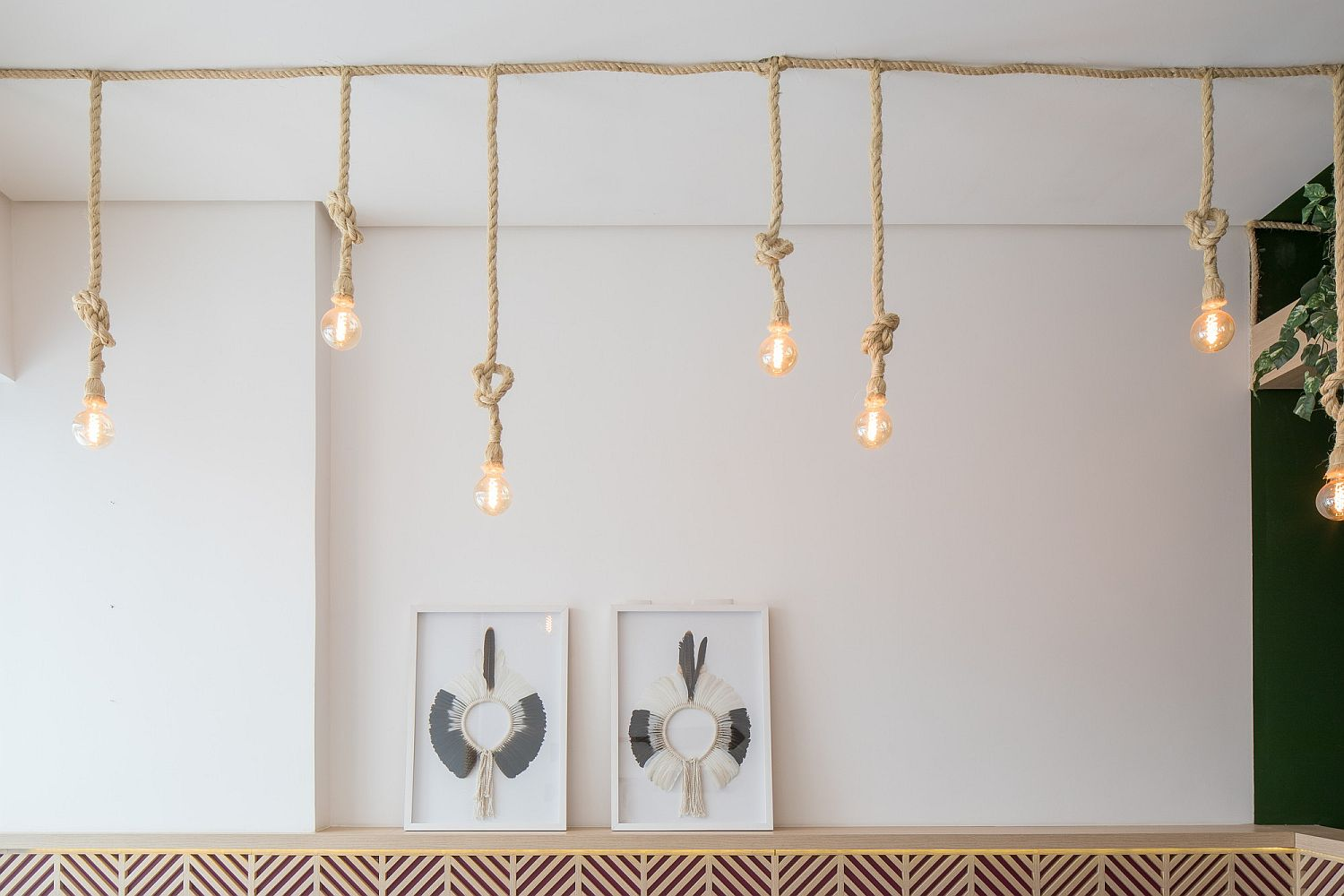 Rope and Edison bulb lighting idea