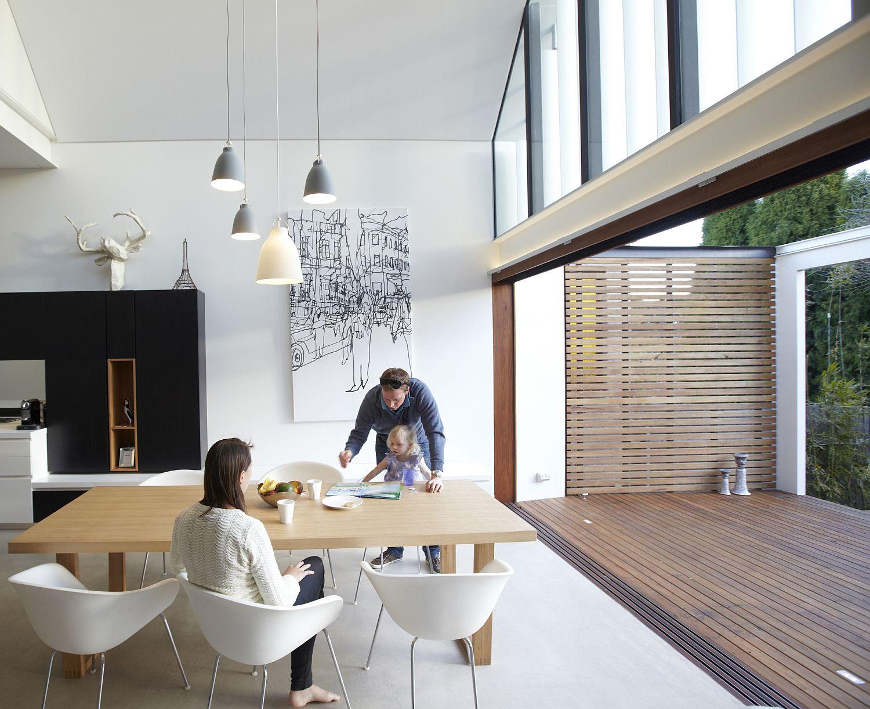 Smart Aussie home creates a seamless indoor-outdoor interplay