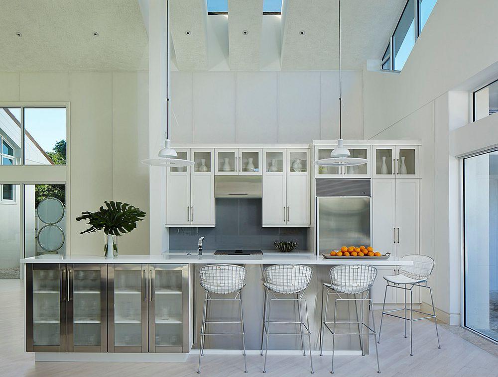 Spacious-contemporary-kitchen-with-gray-backsplash