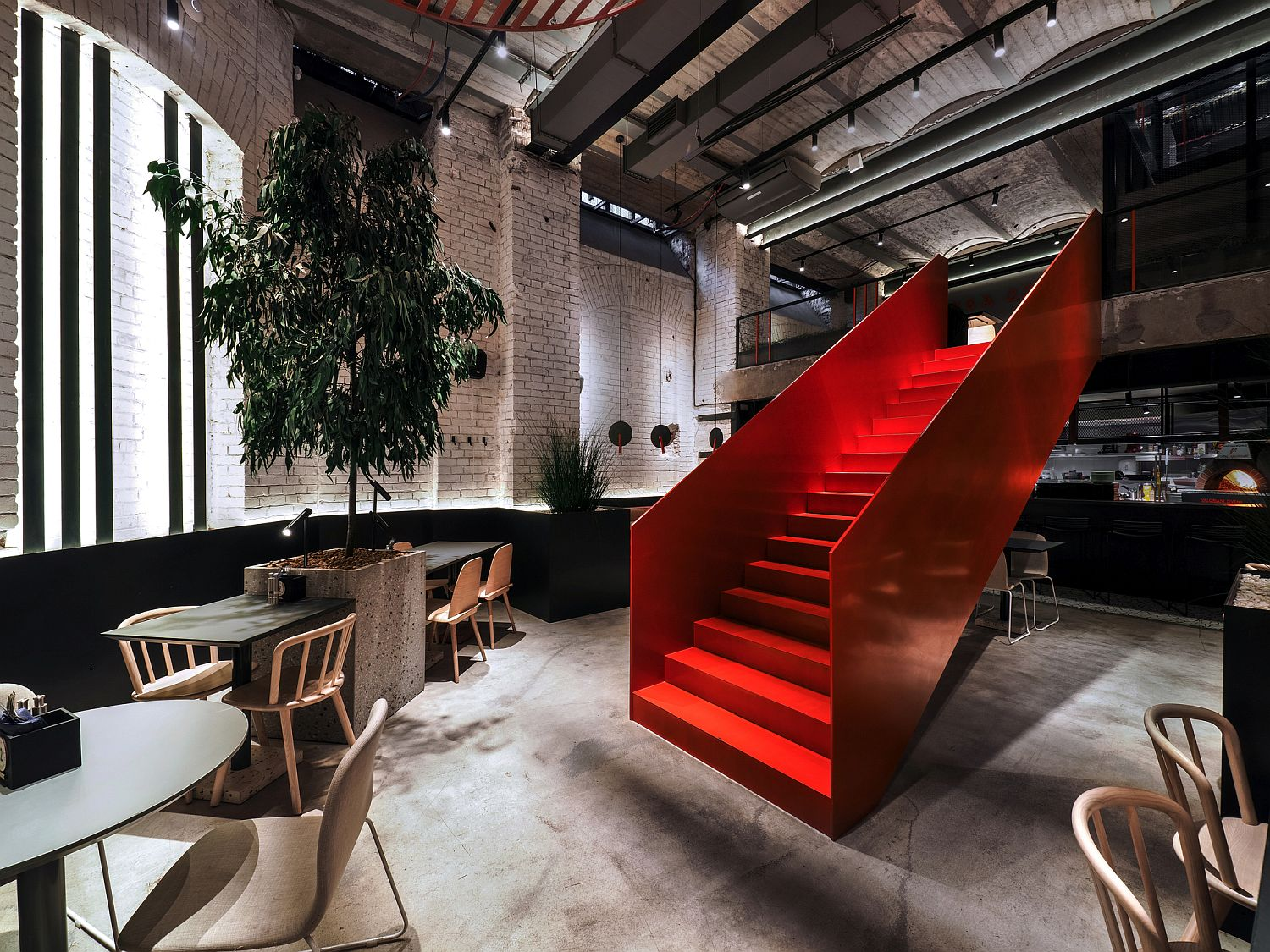 PIZZA 22: Scintillating Red, Stunning Geometry and Underground Minimalism