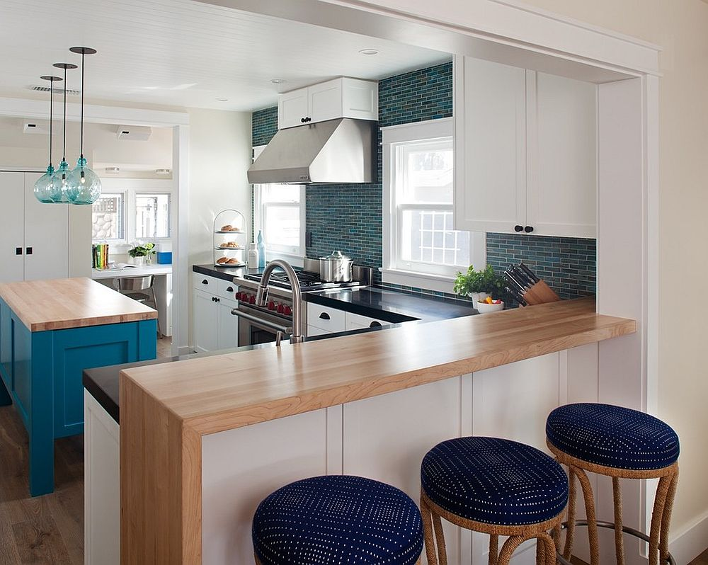 Beach-style-kitchen-with-bar-stools-that-have-blue-cushions-which-add-color-to-the-setting