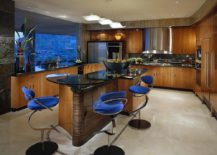 Black-and-wood-kitchen-with-beautiful-blue-bar-stools-217x155