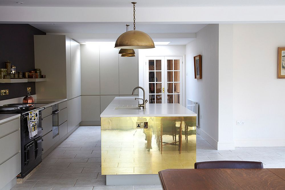 Copper sheet brings brightness to the neutral kitchen
