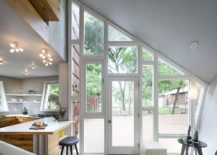 Fun-way-to-connect-the-small-kitchen-with-the-world-outside-217x155