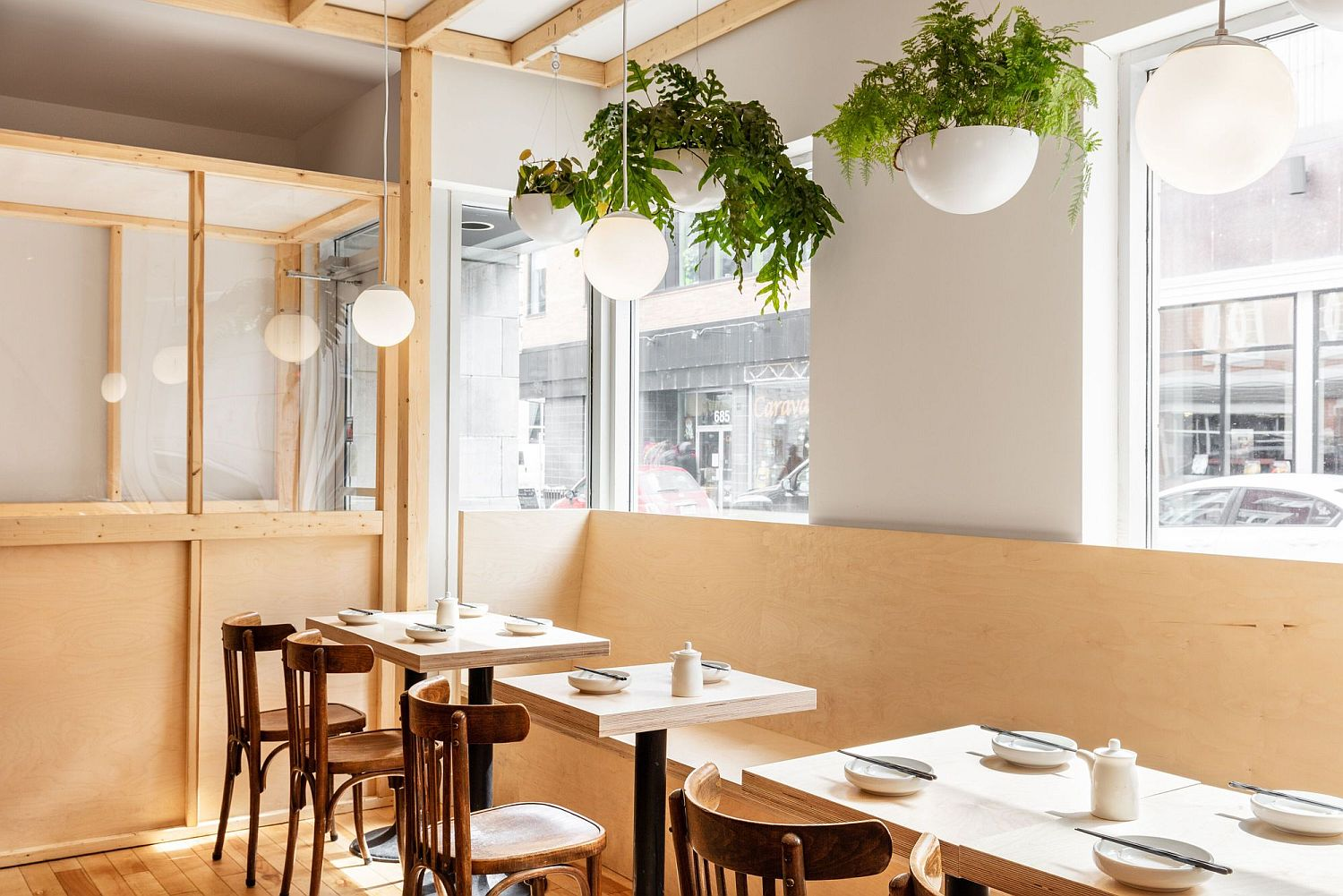 Large-windows-bring-in-ample-light-illuminating-the-diner