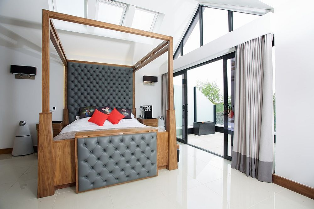 Polsihed bedroom with contemporary four-poster bed in wood and tufted headboard