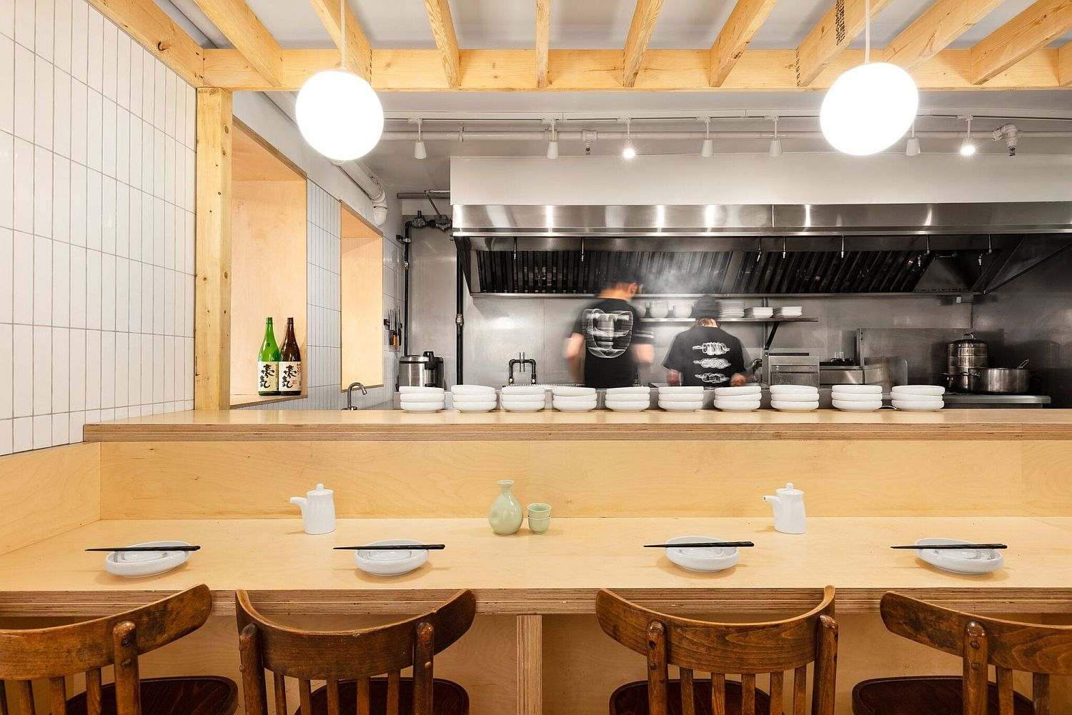 Stainless-steel-backdrop-of-the-diner-with-wood-all-around