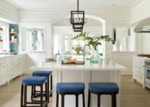 A-bit-if-blue-never-hurts-in-the-beach-style-kitchen-217x155