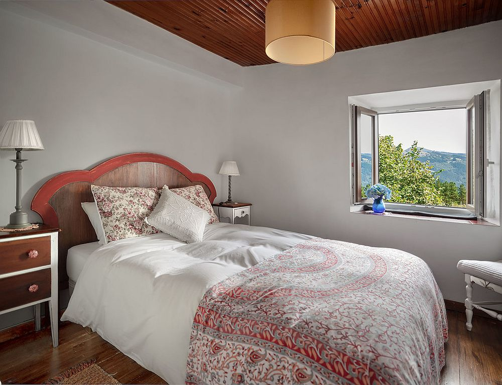 A touch of red for the modern rustic bedroom