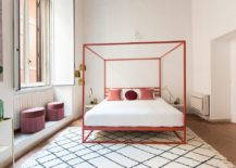 Classy-and-trendy-way-of-adding-coral-and-shades-of-pink-to-the-contemporary-bedroom-217x155