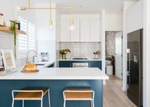 Gorgeous-modern-beach-style-kitchen-in-blue-and-white-217x155