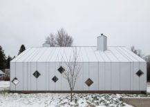 Gorgeous-white-modern-sauna-complex-next-to-a-farmhouse-217x155