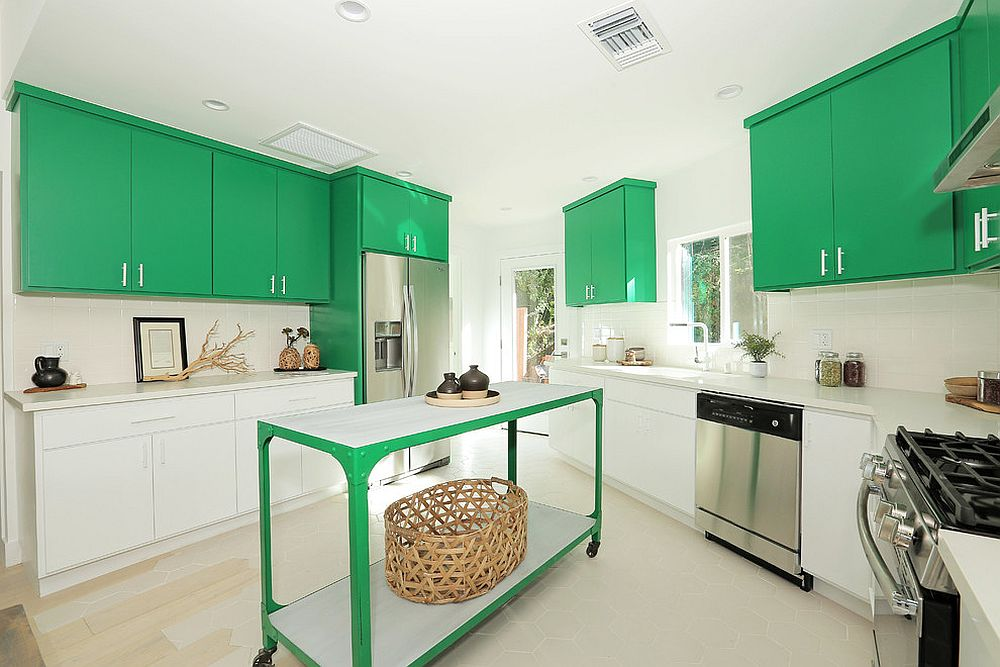 Green island complements the use of cabinets in the same hue in the kitchen