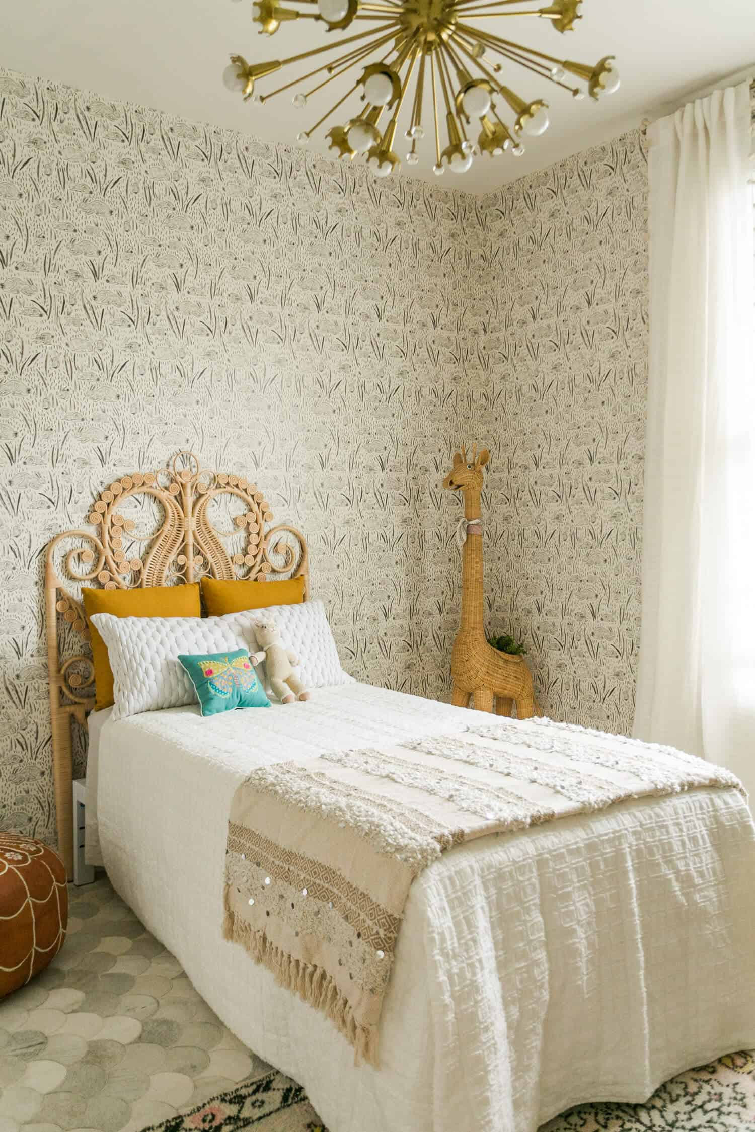 Kids' bedroom with earthy touches