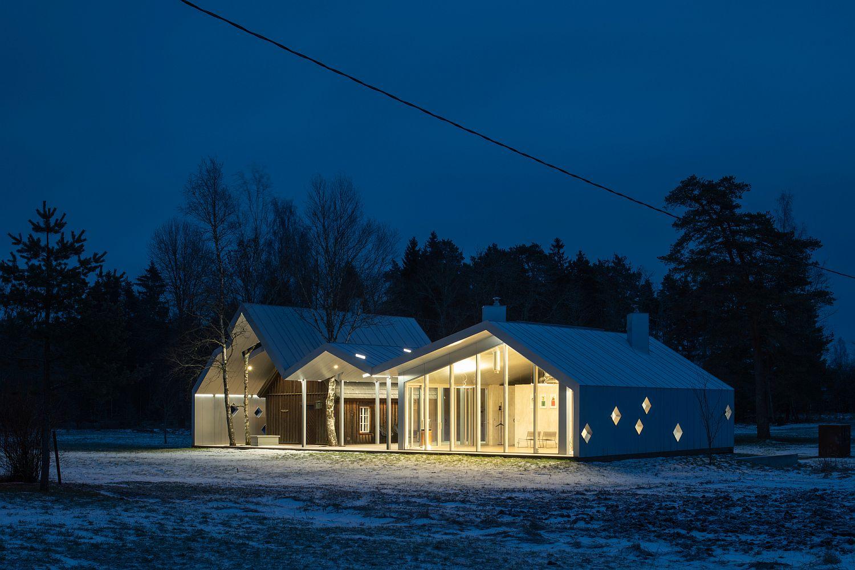 Landscape-around-the-sauna-highlights-its-beauty