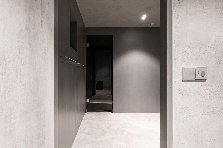 Minimal-and-modern-interior-of-the-sauna
