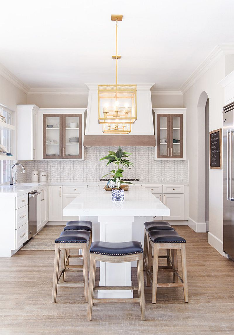 Perfect bar stools and sitting options for the beach style kitchen