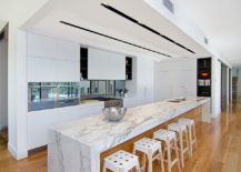 Simple-approach-to-the-wood-and-white-kitchen-design-using-a-floor-in-wood-217x155