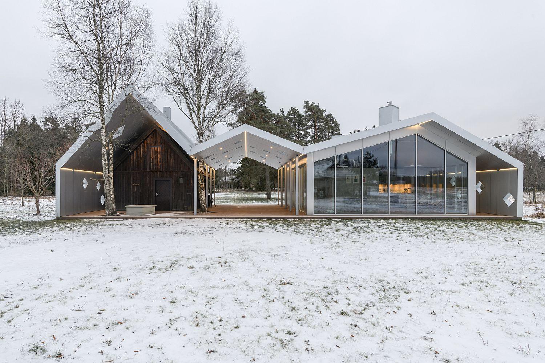 Snow-covered-landscape-around-the-sauna