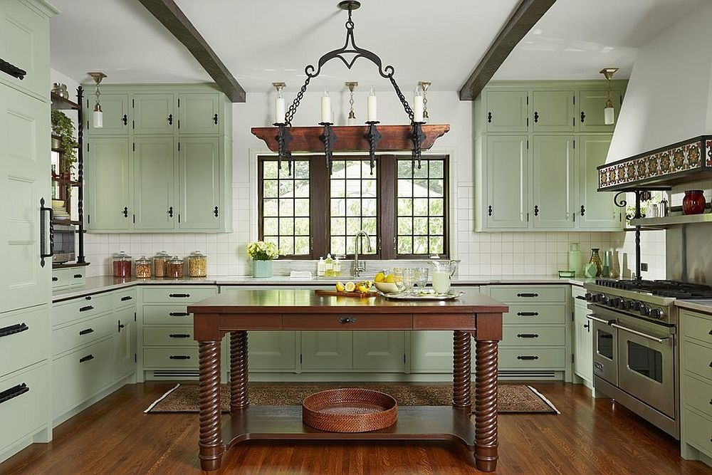 Ultra-light pastel green for the Mediterranean kitchen in white and wood