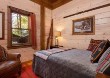 Walls-in-wood-bring-warm-glow-to-the-small-modern-cabin-bedroom-217x155