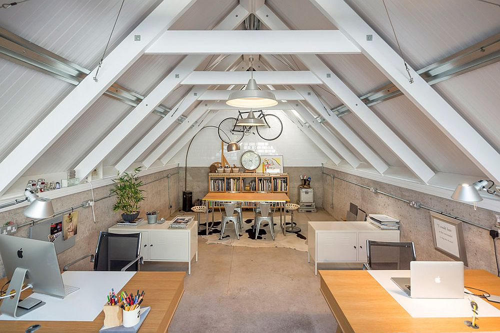 Attic-hom-office-with-ceiling-beams-that-add-ample-structural-support