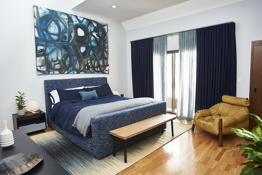Dashing contemporary beach style bedroom in white and navy blue