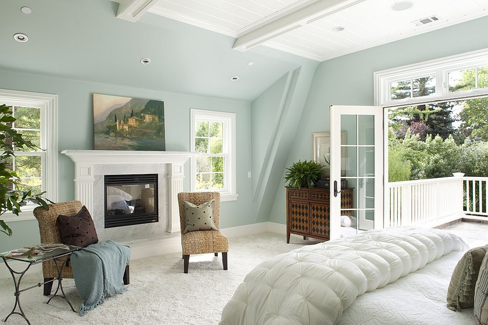 Giving the spacious bedroom in pastel blue a modern minimal look