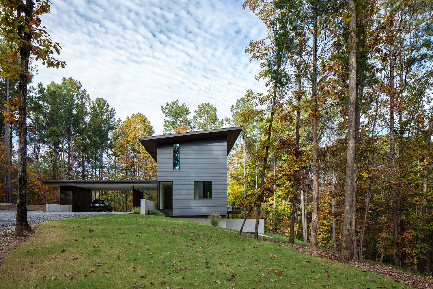 Gray-and-white-exterior-of-the-house-gives-it-a-modern-appeal