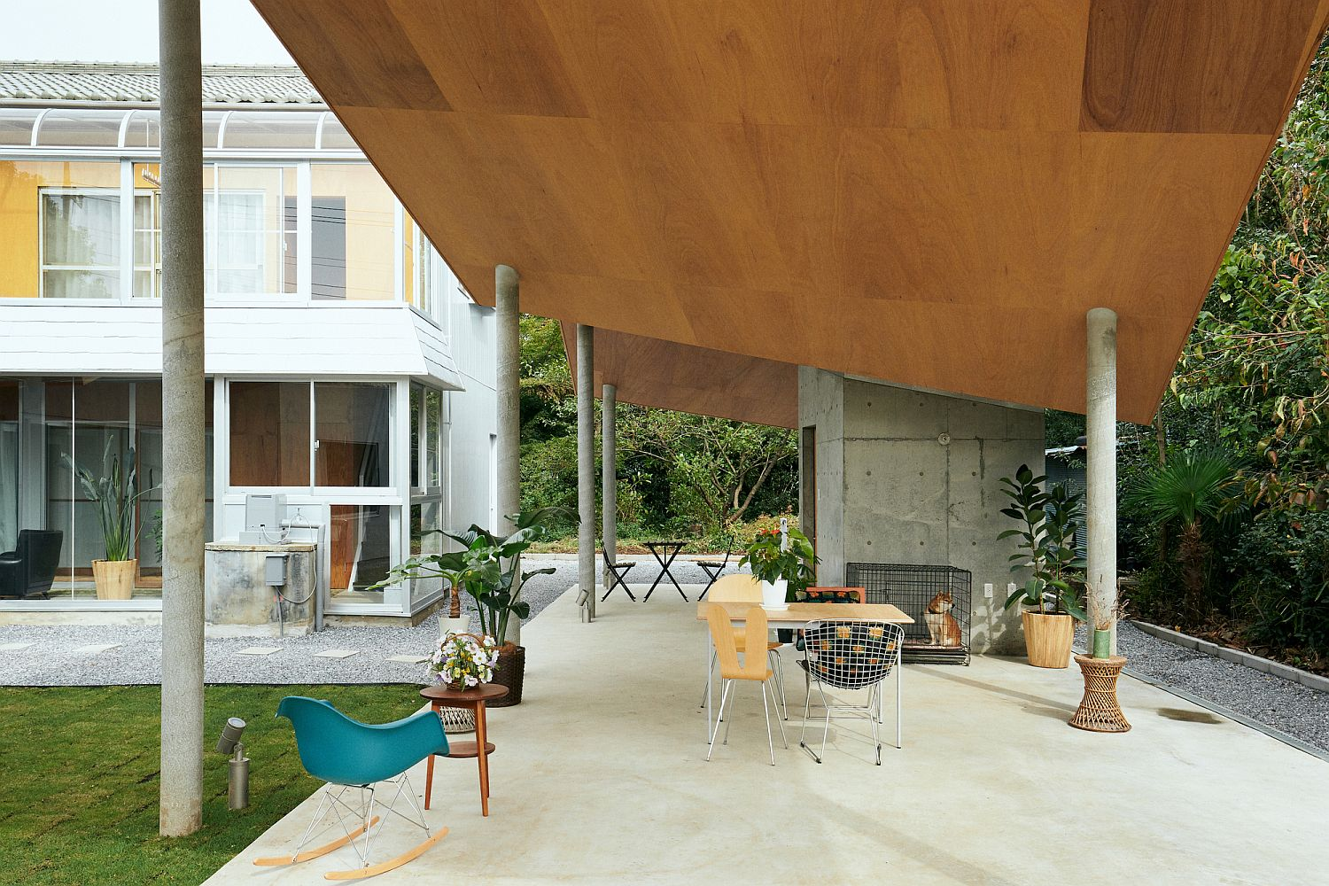 New-sitting-area-feels-like-a-natural-extension-of-the-house