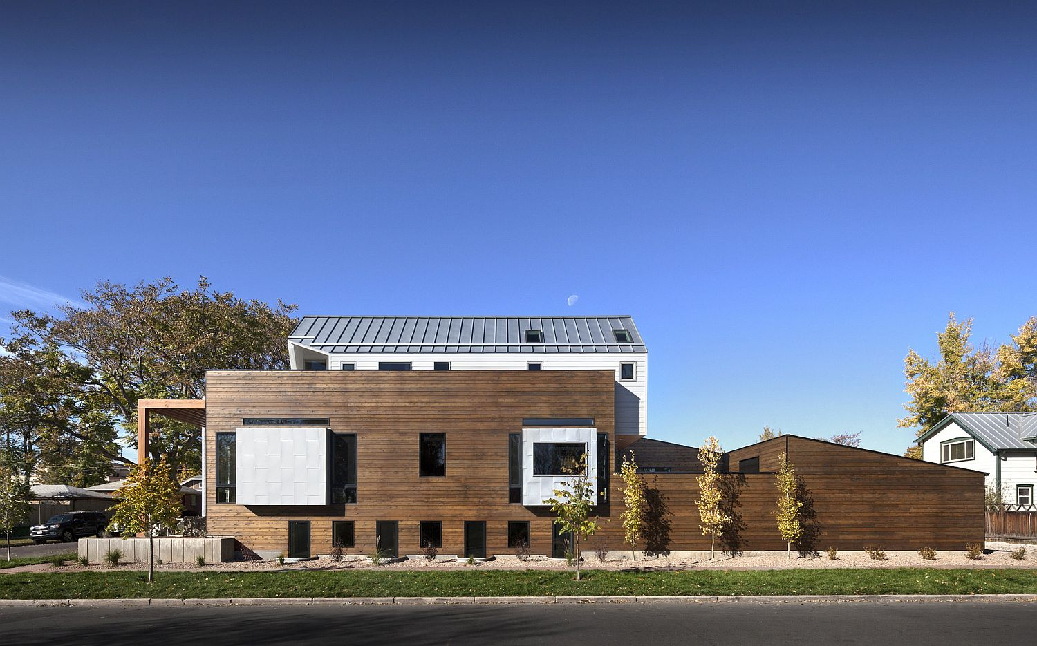 Revamped contemporary home in denver lifted above the street level