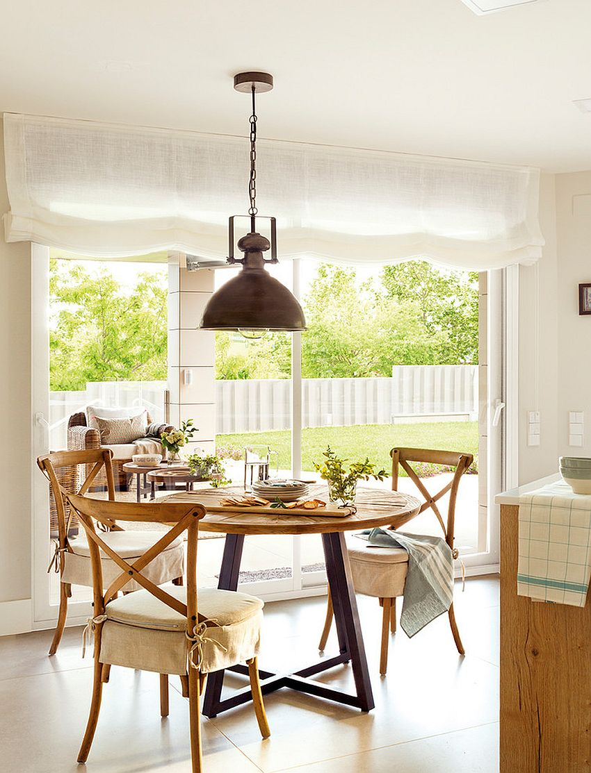 Use the rustic chic style with seasonal twists for a great dining room that stays relevant all year long