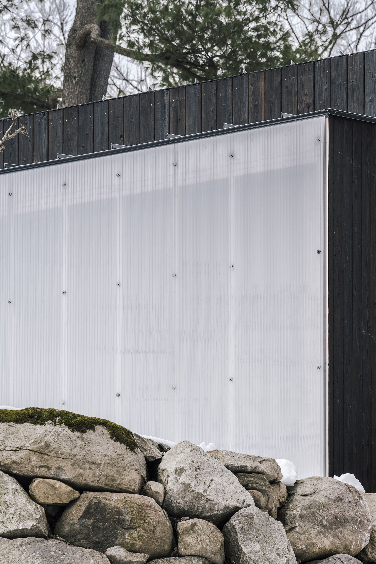Using polycarbonate wall to bring ventilation into the small pavilion