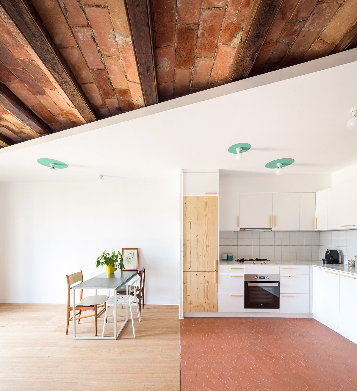 Variety of different materials and finishes find space inside the apartment