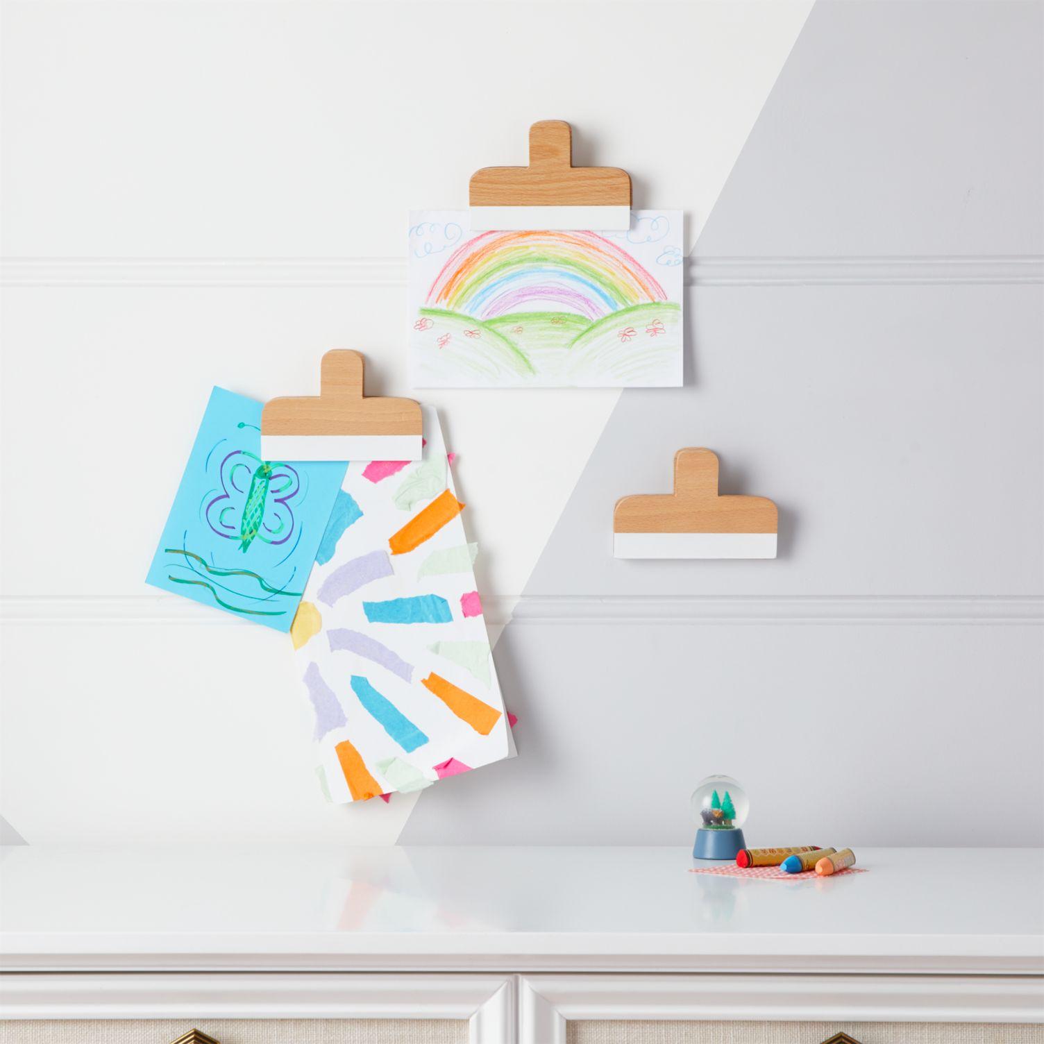 Wall art clips for children's artwork