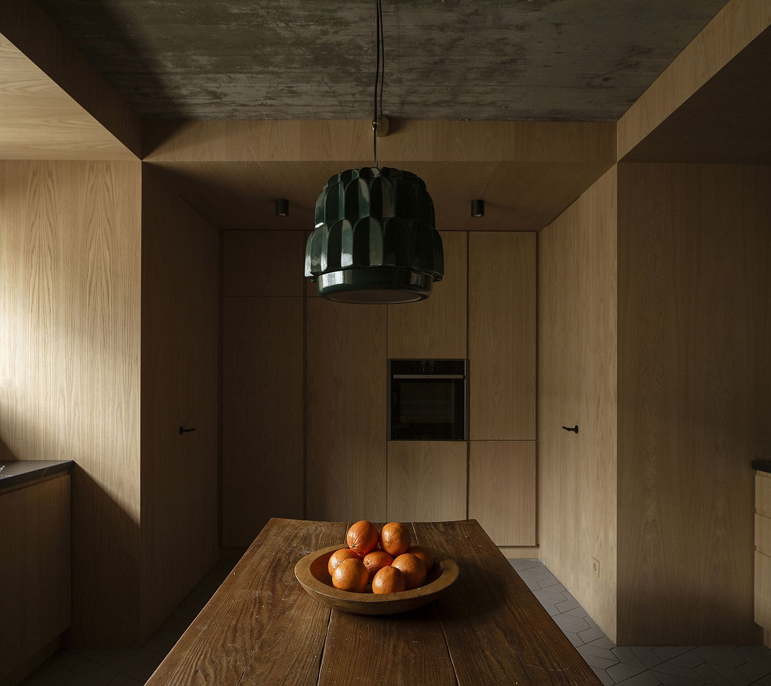Warm and cozy wooden walls for the kitchen with transitional style