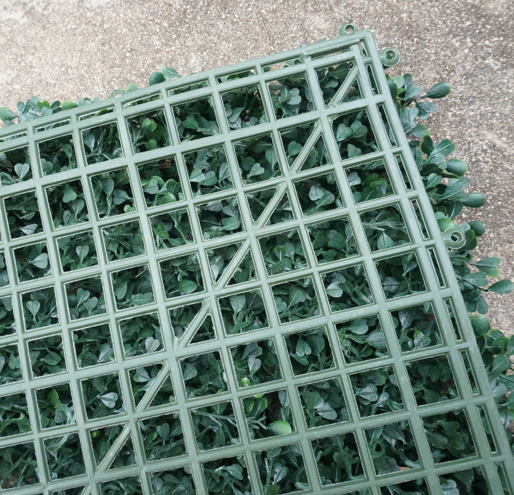 A-grid-backdrop-is-helpful-for-your-living-wall